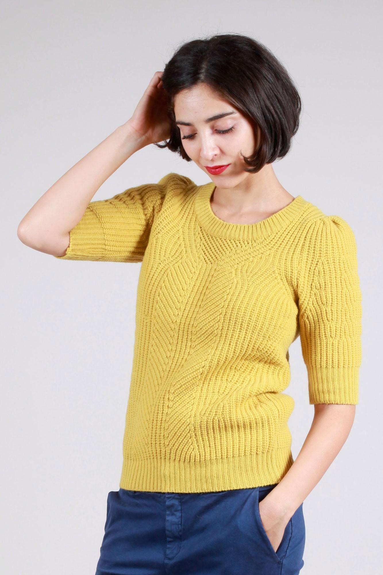 Pull en laine jaune avec jeu de points de tricots | Pull delta jaune chez Baruckello Femme