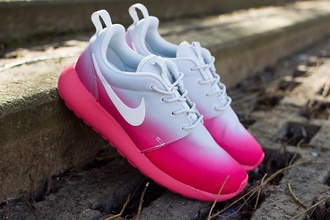 shoes roshes nike roshes floral nike nike roshe run pink nikes trainers running shoes orange pattern girly shoes pink pink ombre nike roshe runs nike pink white shoes roshe runs nike running shoes faded white and pink gradient nike shoes white ombre