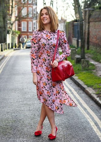 blogger dress bag shoes red bag pink dress floral dress red heels