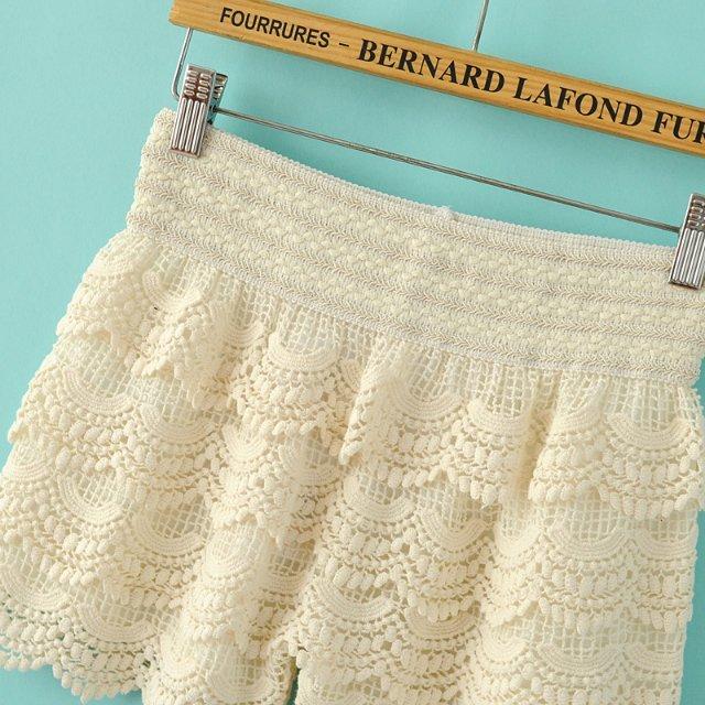 Beige Elastic Waist Cascading Lace Shorts - Sheinside.com