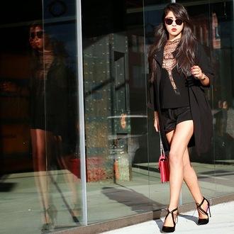 chic muse blogger top bag shorts black heels bvlgari serpenti bag bulgari serpenti bag