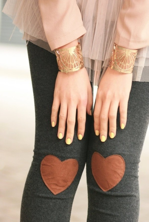pants heart grey fall outfits fall outfits winter outfits leggings leather jewels heart brown clothes brown hearts patch grey