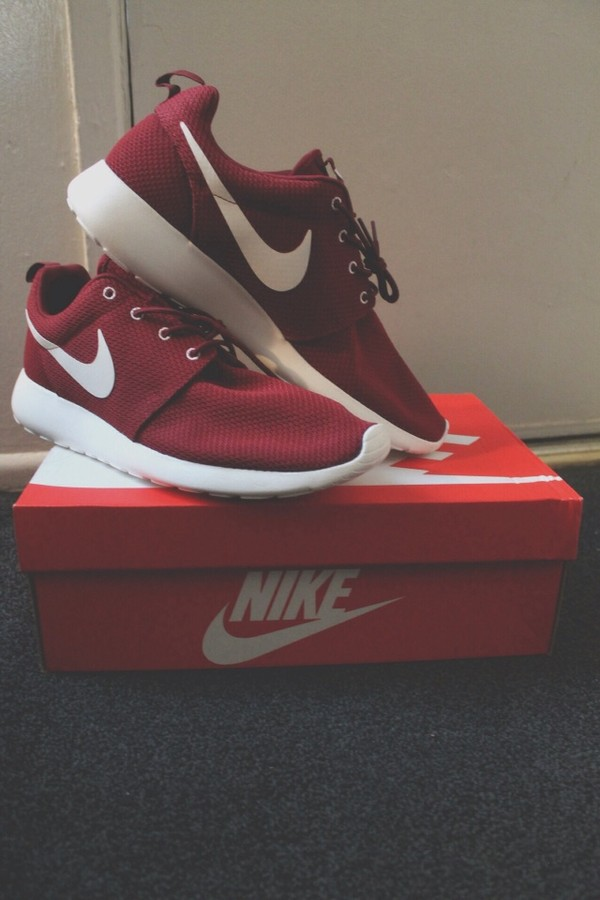 shoes nike red running shoes nike running shoes sneakers nike sneakers nike air nike roshe run burgundy roshe runs