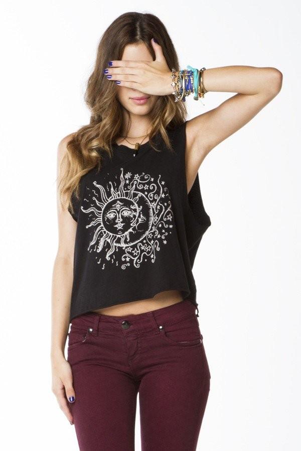 tank top girl sun black jeans burgundy white