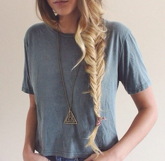 jewels triangle hipster chain gold hipster wishlist t-shirt blue shirt grey top shirt triangle necklace gold sparkles top grey vintage jeans braid boho indie necklace sexy gold