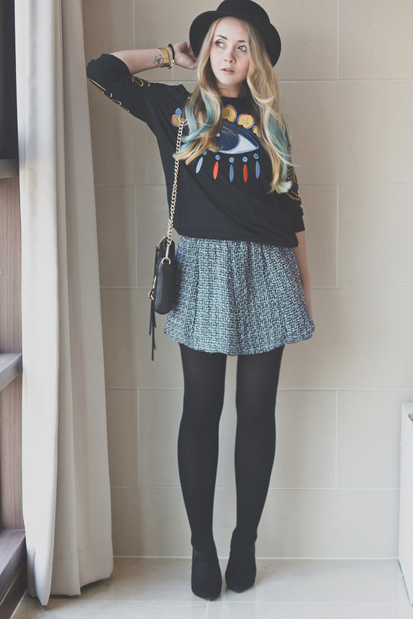 my blonde gal sweater bag skirt jewels shoes