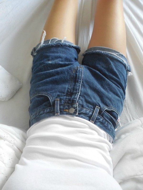shorts demin blue white top t-shirt pale