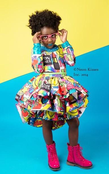 dress kisses pop art