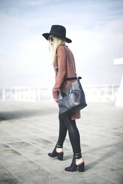 room91 blogger hat cut out ankle boots black bag dusty pink shirt bag shoes sunglasses