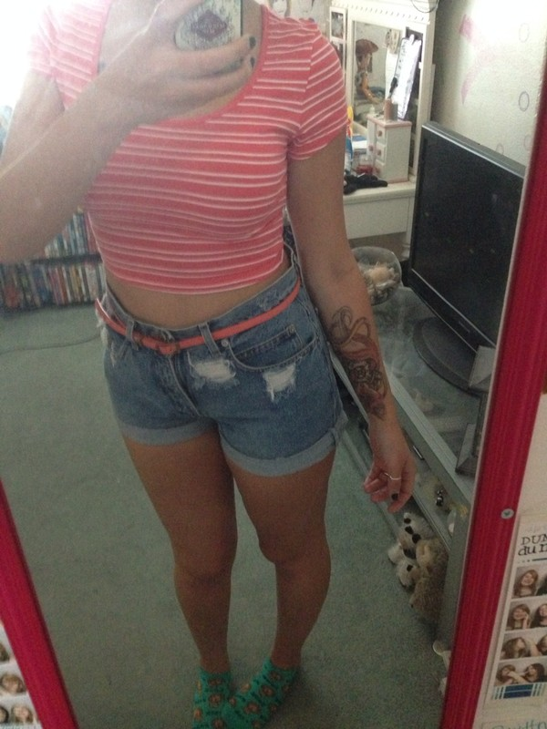 blouse coral summer High waisted shorts summer outfits crop too hipster hipster stripes distressed denim shorts belt shorts