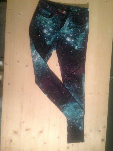 H&M Skinny Jeans mit Universe Print - Mädchenflohmarkt