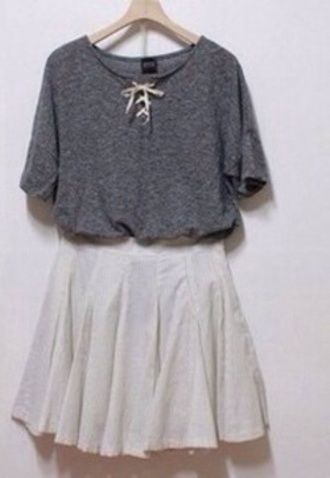 top grey t-shirt white bow top
