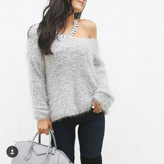 sweater revolve revovleme joa fall sweater winter sweater cozy sweater grey sweater fuzzy sweater long sleeves manche longues pull gris cardigan trendy fall colors fall trend fall outfits warm comfy revolve clothing