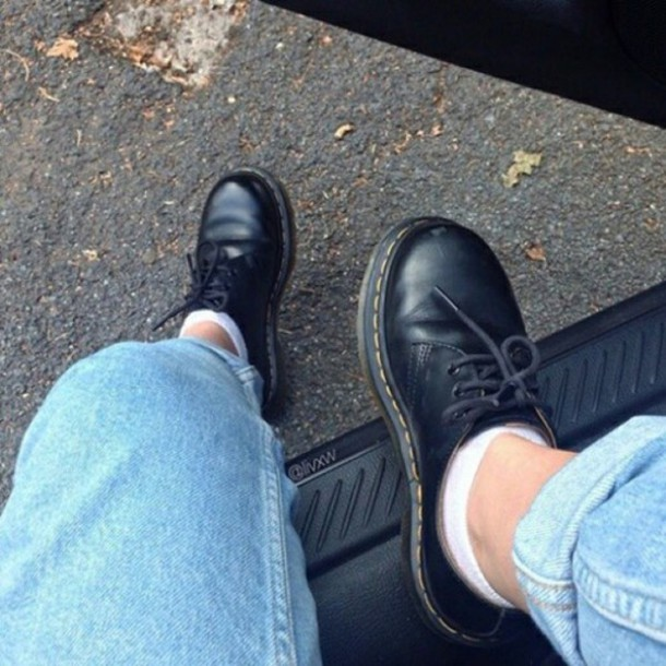 shoes DrMartens indie grunge aesthetic tumblr light jeans pale pale grunge soft grunge indie derbies black boots