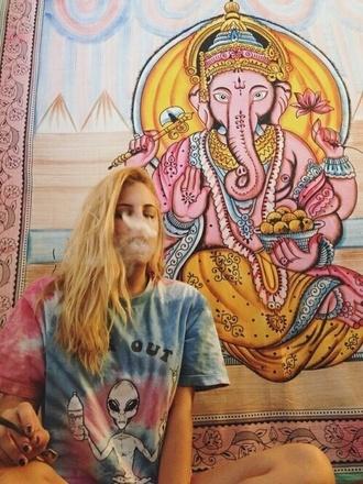 alien far out chillin tie dye tapestry t-shirt shirt style fashion tie dye shirt hippie hipster grunge punk