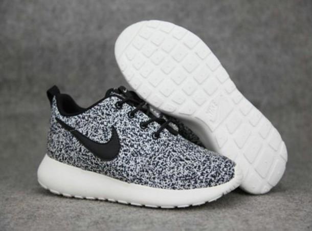 shoes nike roshe run black and white