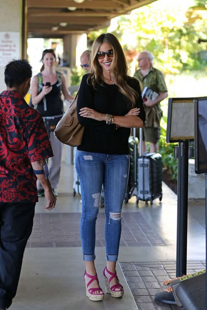 bag jeans ripped jeans sofia vergara sunglasses