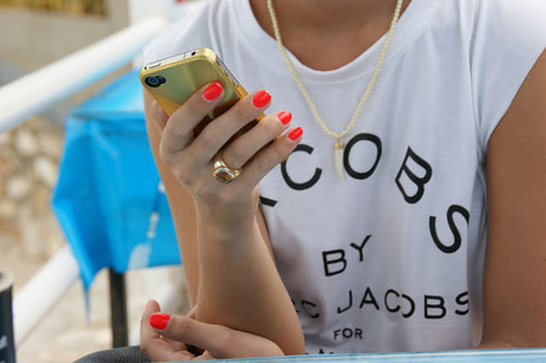 jacobs by marc jacobs white t-shirt edgy t-shirt marc jacobs nail polish necklace bag top marc jacobs jewels marc by marc jacobs white shirt marcjacobs white shirt marc jacobs gold sharp teeth t-shirt black iphone ring