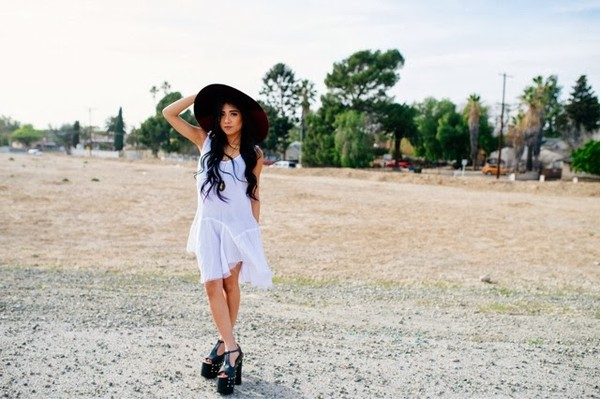 the river wolf dress hat jewels shoes