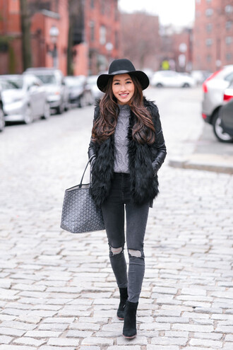 extra petite blogger sweater jeans hat jacket bag shoes fur coat felt hat winter outfits faux fur jacket tote bag ankle boots grey sweater