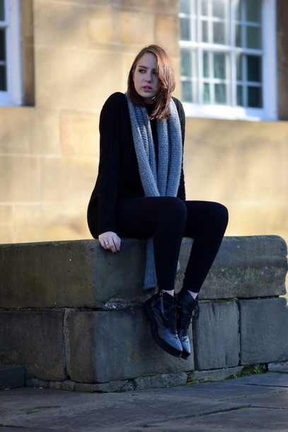 shot from the street blogger knitted scarf minimalist sweater scarf pants shoes minimalist shoes
