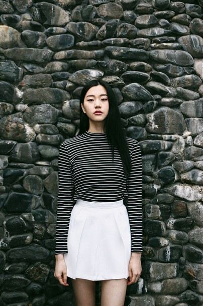 skirt,striped top,turtleneck,striped turtle neck,black and white top,white skirt,summer,minimalist,back to school,fall outfits,top,striped turtleneck,blouse,girly,white,black,colorful