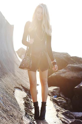 cheyenne meets chanel t-shirt skirt jewels shoes bag