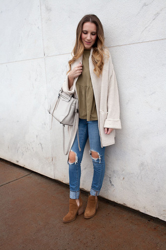 twenties girl style blogger t-shirt cardigan shoes bag handbag ankle boots ripped jeans