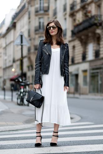 simple et chic blogger leather jacket white dress yves saint laurent round sunglasses black heels