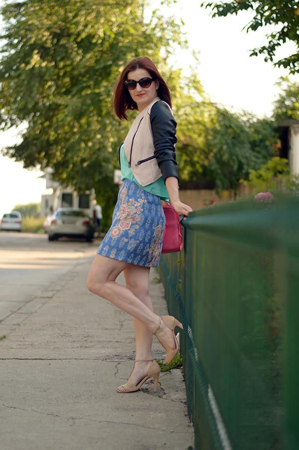 un strop de culoare skirt shoes