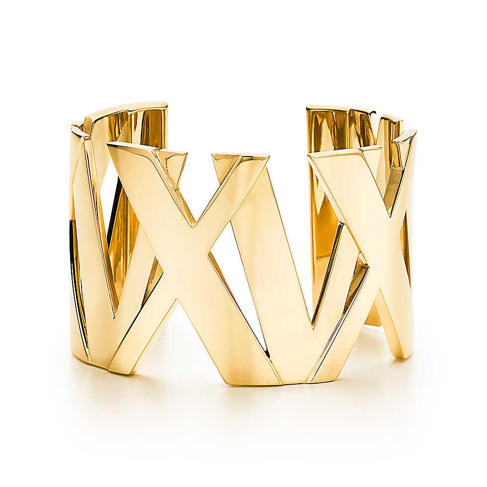 Atlas® wide cuff in 18k gold, medium.                                  Tiffany & Co.