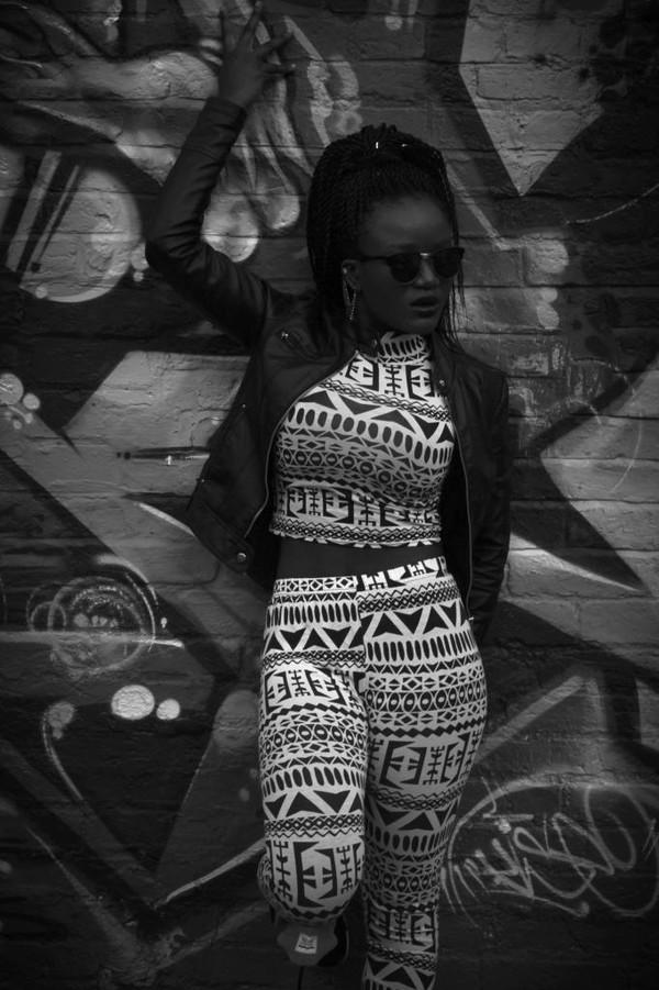 leggings crop tops leather jacket sunglasses 403736