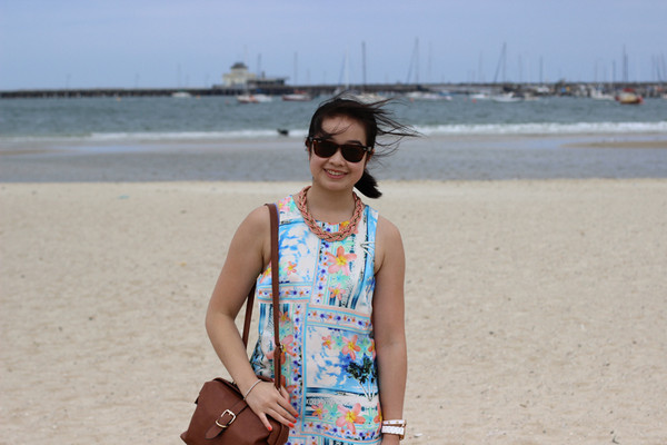 an odd girl dress t-shirt skirt jewels sunglasses shoes bag