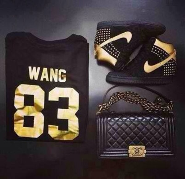shirt black gold nike sneakers quilted bag