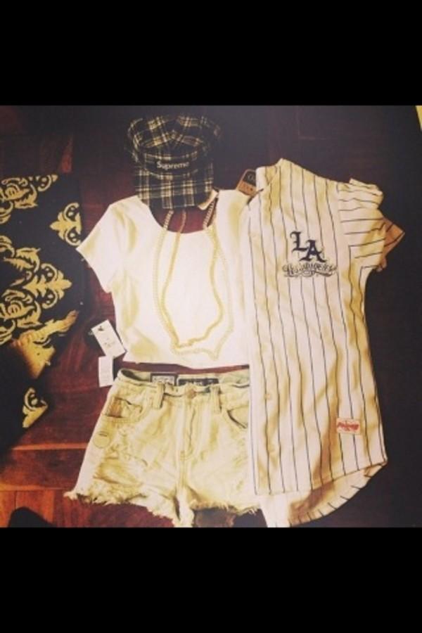 shirt shorts crop tops snap backs hat