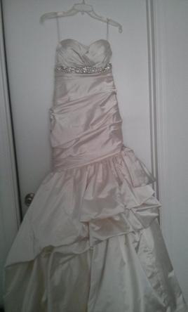 Kenneth Pool romantic Size 8 | Wedding Dresses