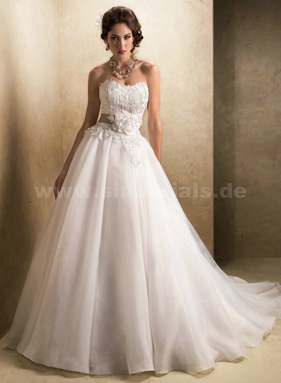 Only  - $354.00 Maggie Sottero Cora wedding dresses