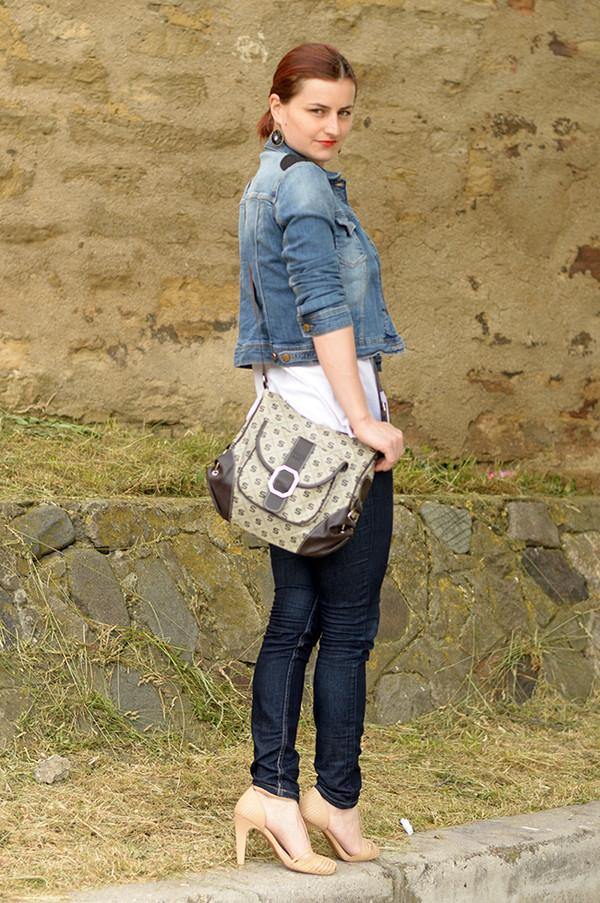 un strop de culoare bag jacket shoes jeans top