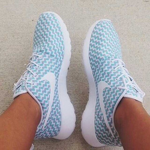 nike running shoes shoes chevron blue shoes roshe runs nike roshe run blue and white nike roshes blue zig zag pastel sneakers blue white nike roshe running chevron nike roshe run roche nike shoes nike roshe run white nike roshe run