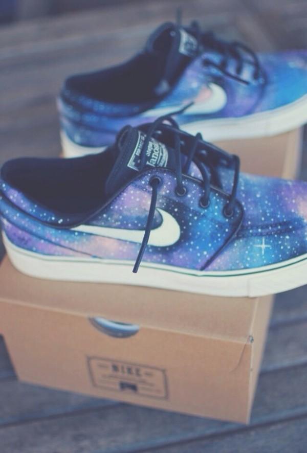 shoes galaxy print nike print purple black white sneakers nike sneakers amazing galaxy shoes girls sneakers blue shoes