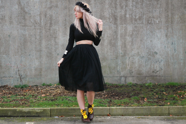 saraluxe t-shirt skirt shoes