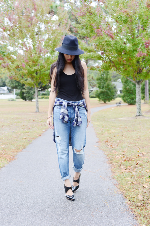 behind the seams jeans shirt tank top hat shoes