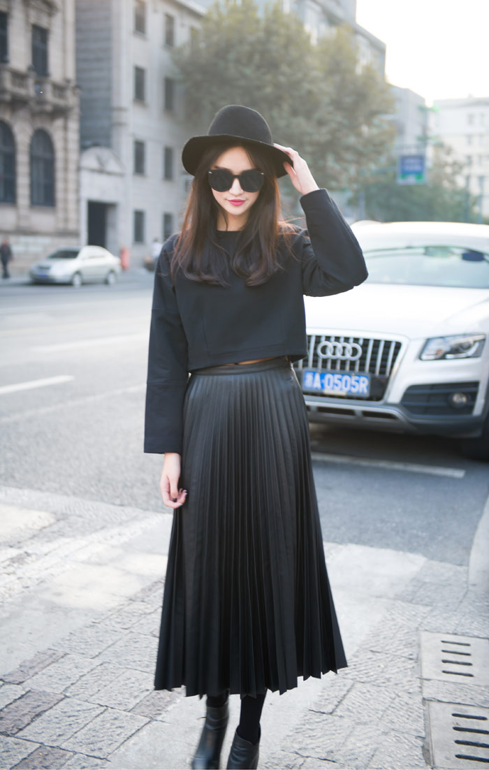 zd09056 New Arrival Europe Style Brief Black Pleated Ladies Long Leather Skirts/ Half Long Skirt Free Shipping-in Skirts from Apparel & Accessories on Aliexpress.com