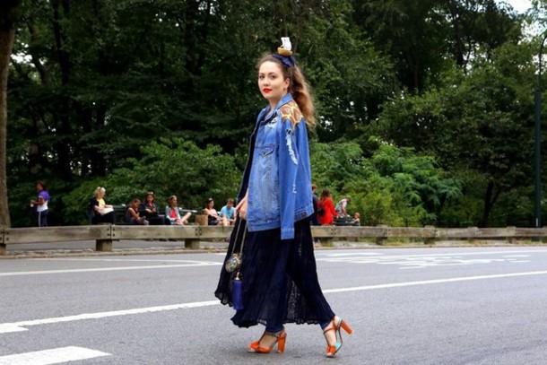 vintage traffic blogger denim jacket red heels