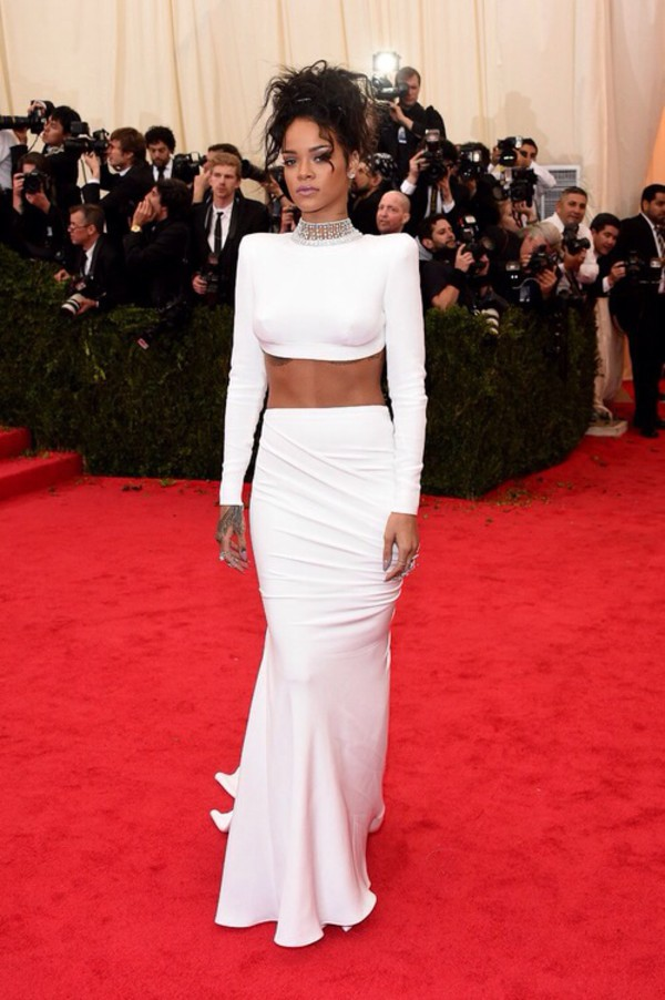 rihanna white dress red carpet
