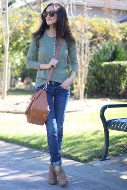 frankie hearts fashion blogger shirt leather bag