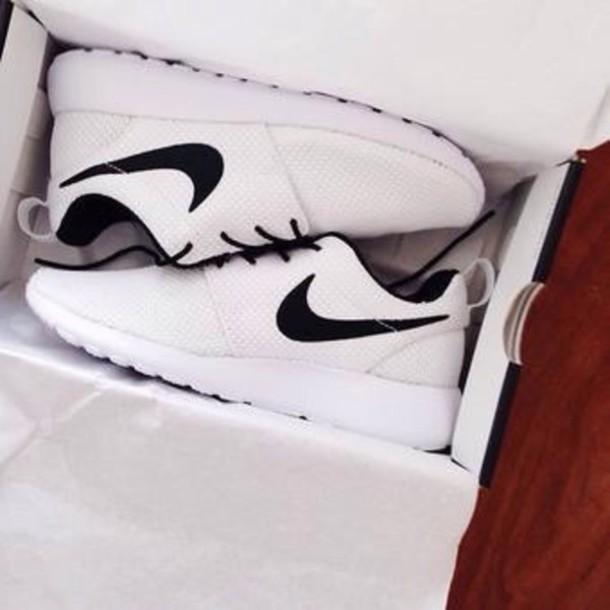 shoes white&black nikes nike nike running shoes