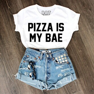t-shirt pizza batoko white t-shirt quote on it white crop top. top pizza shirt bae high waisted shorts black n white pizza is my bae 501s levi's sunglasses print shirt shorts white top style cute top outfit white women babe black& white bea black nice beautifu gorgeous wanthis crop tops pants black text funny shirt pizza t-shirt ripped shorts summer outfits