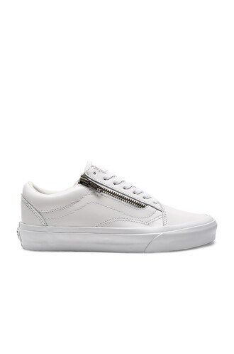 zip white shoes