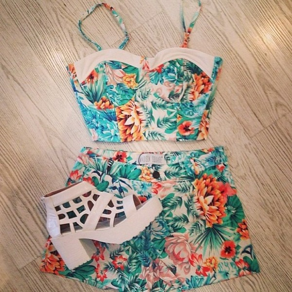 blouse bustier floral bustier bustier floral two-piece two-piece crop tops High waisted shorts shorts shoes